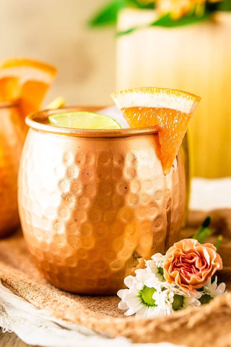 A close-up of a grapefruit gin mule with grapefruit slice.