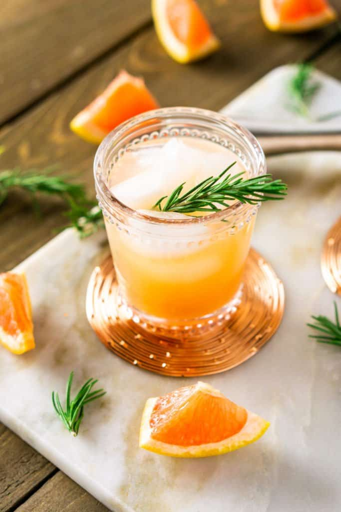A rosemary-grapefruit vodka spritzer with pieces of fresh grapefruit.